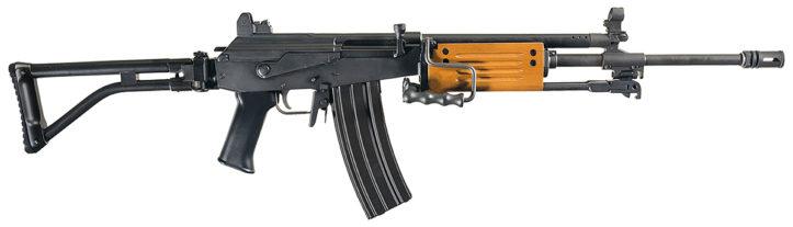 IMI Galil ARM Model 372 в фильме Схватка